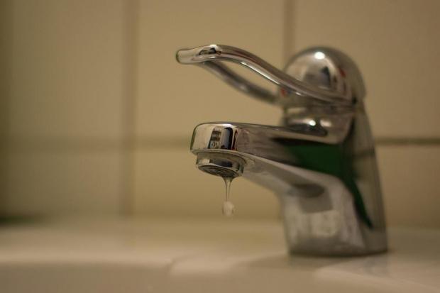 Второ денонощие близо 200 000 души остават без вода в