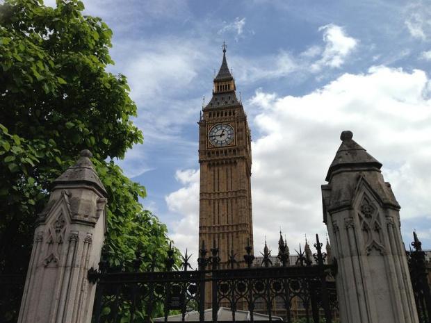 Бизнесменът Арон Банкс и организация, подкрепяща Брекзит, дариха 50 хиляди