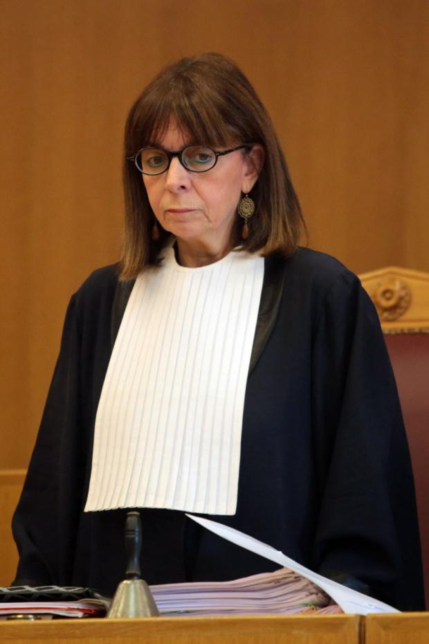 С огромно мнозинство в гръцкия парламент Екатерини Сакеларопулу бе избрана