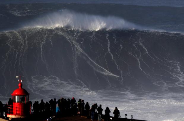 """Бурята """"Глория"""" предизвика най-високата вълна в историята на Средиземноморието. Високата"""