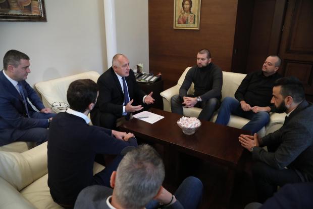 Започна срещата на министър-председателя Бойко Борисов с привърженици на футболния