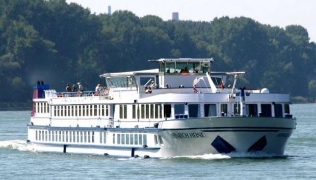 Два кораба заседнаха в река Дунав, плаването е затруднено