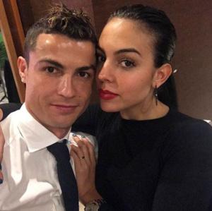 (ВИДЕО) Роналдо дава по 100 000 евро месечно на жена си, тя изкарва още доста
