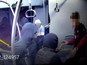 (СНИМКИ) Четиримата ударили момчето в лицето и заповядали: Сваляй дрехите или те пребиваме