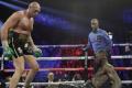 (ВИДЕО) Тайсън Фюри обезумя от кеф и изпя тотален хит насред ринга след боя над Уайлдър