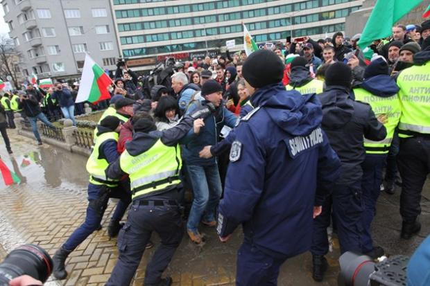 Протестите на един народ …