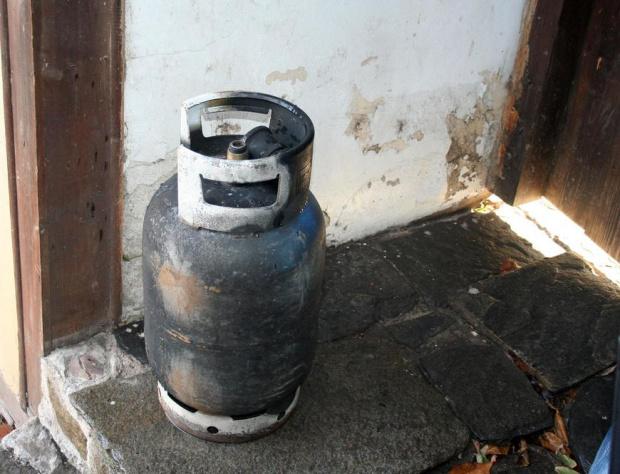 Газова бутилка гръмна в Дупница, пострада мъж