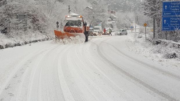 Няма бедстващи хора в страната въпреки обилният снеговалеж и усложнената