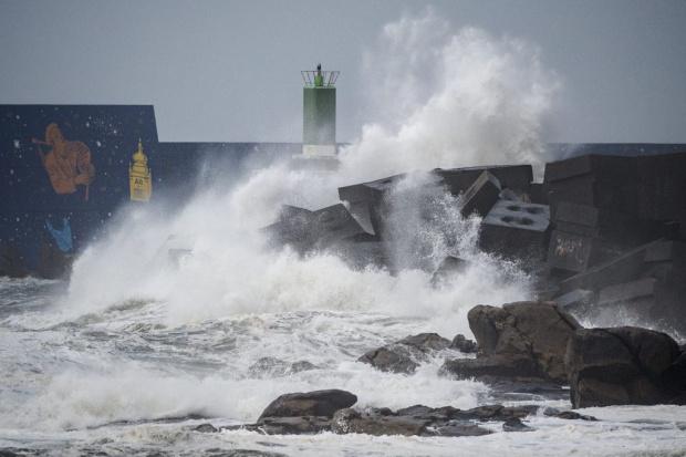 Страховитата буря Сиара (Сабине) вече уби 8 души в Западна Европа