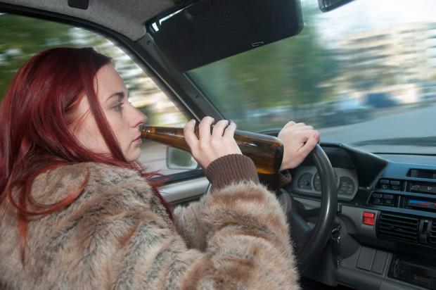 Пияна до козирката учителка бе спипана да кара към клас в Хисар