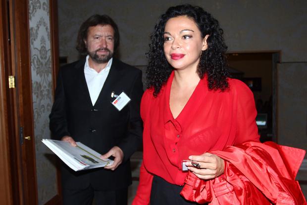 Евгения Банева се ожали: Мъжът ми гние 16 месеца в ареста безпричинно