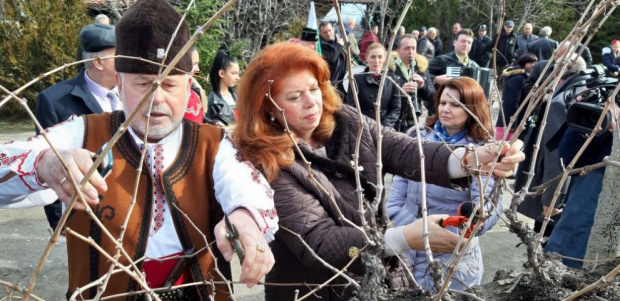 Йотова: Българската държава трябва да се върне в селата