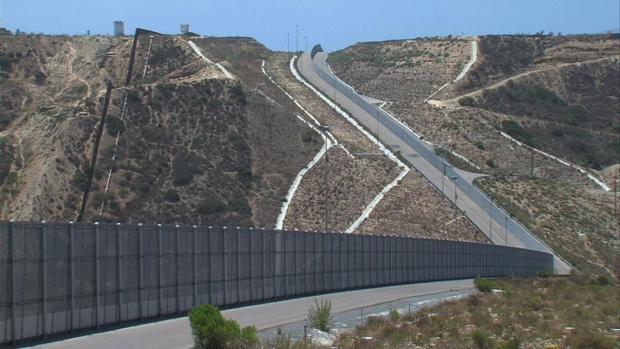 Тръмп: Вече има стена на 200 км от границата с Мексико