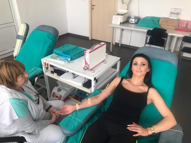 Мисис Бургас популяризира кръводаряването с личен пример