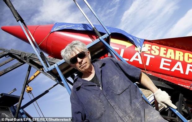 Популярен чудак загина с ракета, докато опитваше да докаже, че Земята е плоска
