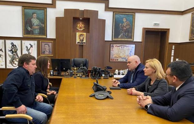 Главният прокурор Иван Гешев се срещна с родителите и момчето,