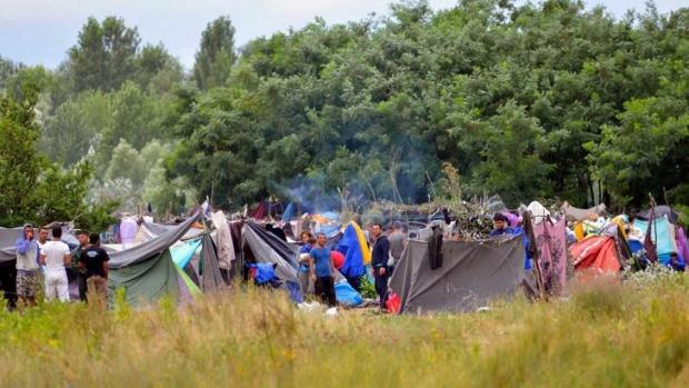 Гръцката гранична полиция използва сълзотворен газ и шокови гранати в