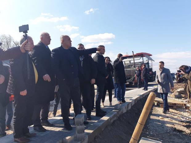 """Министър-председателят Бойко Борисов посети стадионите на """"Локомотив"""" и """"Ботев"""" в"""