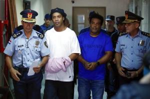 Драмата за звездата Роналдиньо в Парагвай е адска - ще лежи 6 месеца в затвора