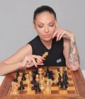 Сексбомбата-писателка Калина Паскалева нападна сестрите: Цирк за пред медиите