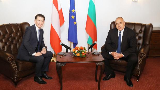 Доставката на защитни облекла от България за Австрия обсъдиха в