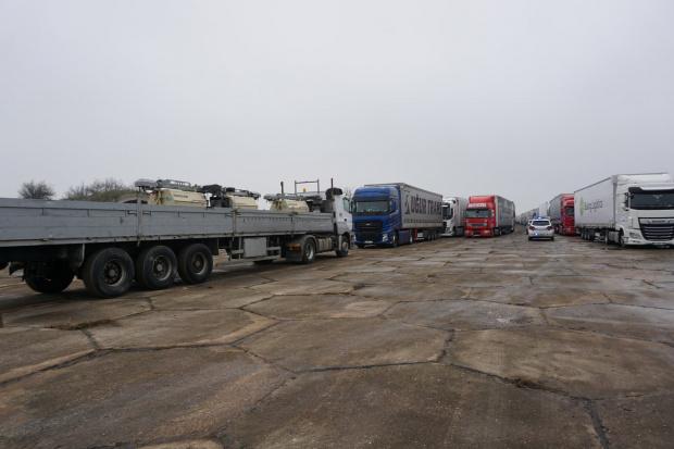 """Временният буферен паркинг на бившето летище """"Узунджово"""" вече работи, съобщиха"""