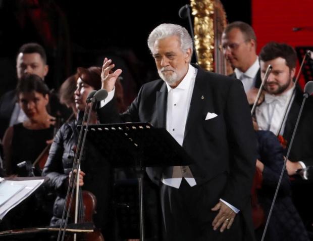 Испанската оперна звезда Пласидо Доминго е бил изписан от частната