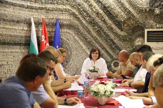 Председателят на БСП Корнелия Нинова свика от 16.30ч. днес извънредно