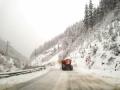 Близо 400 машини почистват пътищата в районите със снеговалеж, в Смолянско камионите задължително с вериги