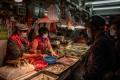 В Ухан вече продават месо на открито