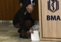 (СНИМКИ) Ген. Мутафчийски отиде при болните от COVID-19 във ВМА, отправи послание към медиците за празника