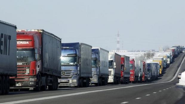 Десетки тирове са катастрофирали във верижна катастрофа на магистрала