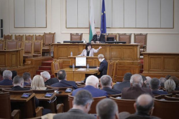 Парламентът ще заседава извънредно в понеделник от 9:00 часа като