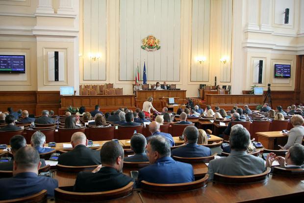 """Народното събрание гласува """"за"""" удължаване срока на извънредното положение до"""