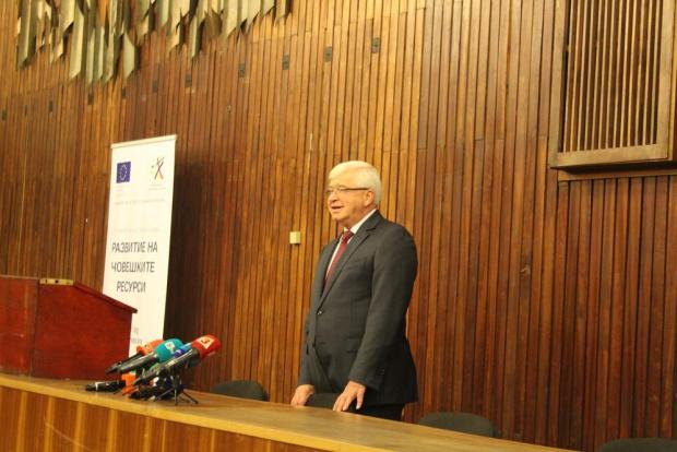 За незабавна оставка на здравния министър Кирил Ананиев настояват от