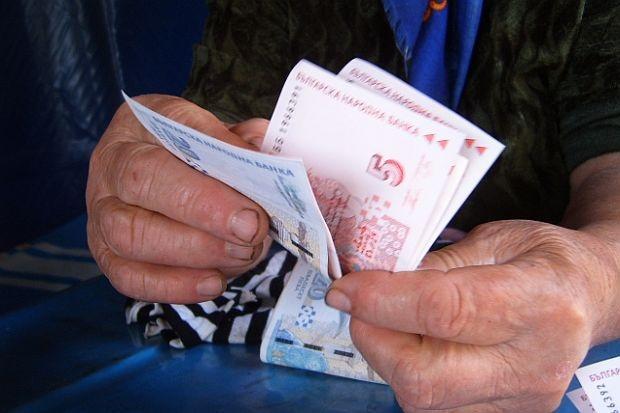 80-годишната баба Надие от село Печеница дари една пенсия на