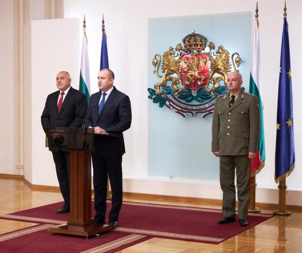 Президентът Румен Радев призова днес депутатите да дарят и заплатите