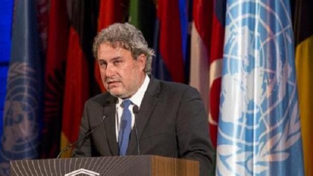 Министърът на културата Боил Банов е бил глобен за тютюнопушене