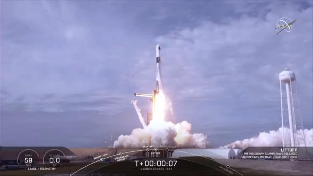 Илон Мъск изстреля в космоса 60 сателита, за да подсили райони по света с 5G