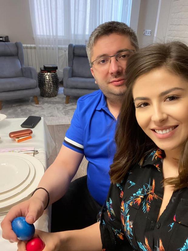 Плейбоят в кабинета на Бойко - Николай Нанков, показа прелестната си годеница (СНИМКИ)