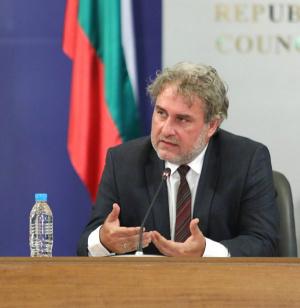 Банов: Ако откажат на артист безлихвен кредит от 1500 лева - да се обърне към министерството