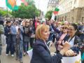 Манолова към Борисов на протеста: Не си единствен, алтернатива има
