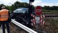 Джип тръгна неправомерно да минава през прелез, удари и дерейлира пътнически влак