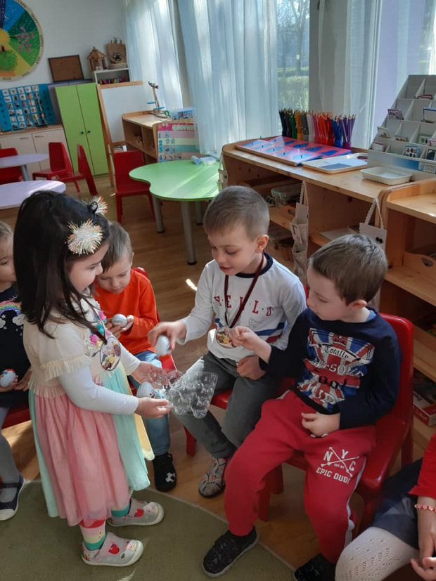 Детските градини остават затворени. Това обяви просветният министър Красимир Вълчев