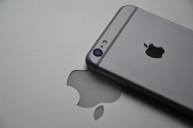 Американската корпорация Apple не възнамерява да предоставя на властите на