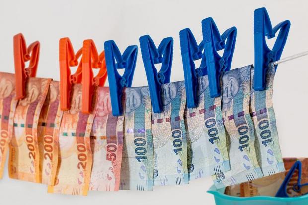 Талин, Будапеща и Прага против увеличаването на правомощията на ЕС за борба с прането на пари
