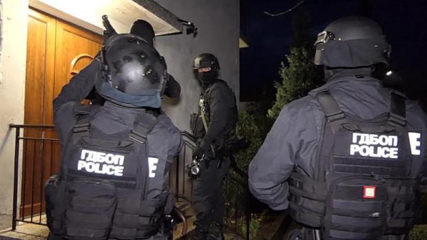Шеф на банда за наркотици, рекет и убийства - служител на НСО