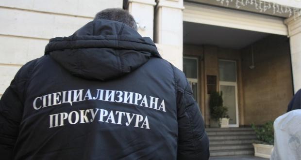 Екипи на ДАНС и прокуратурата влязаоха в сградата на Министерството
