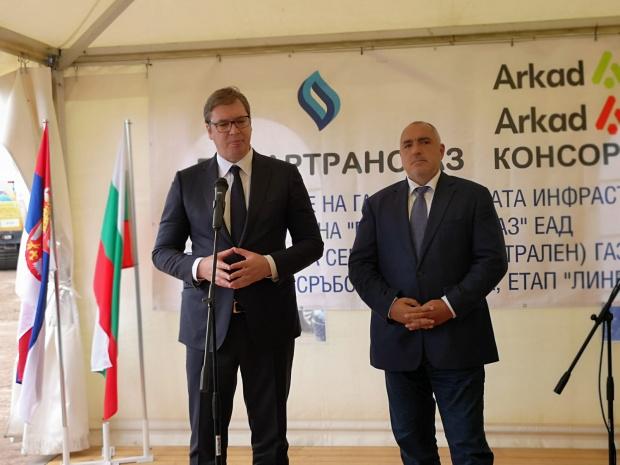 Премиерът Бойко Борисов и сръбският президент Александър Вучич кацнаха край