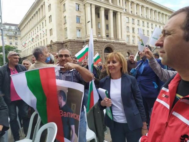 Призовавам Борисов да не се крие в София и в
